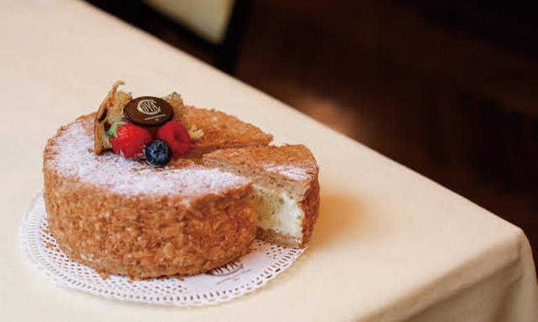 ミラノで 200 年以上愛される伝統カフェ「Café Cova Milano」のクリスマス ケーキ&クリスマスメニューが販売中 イメージ画像