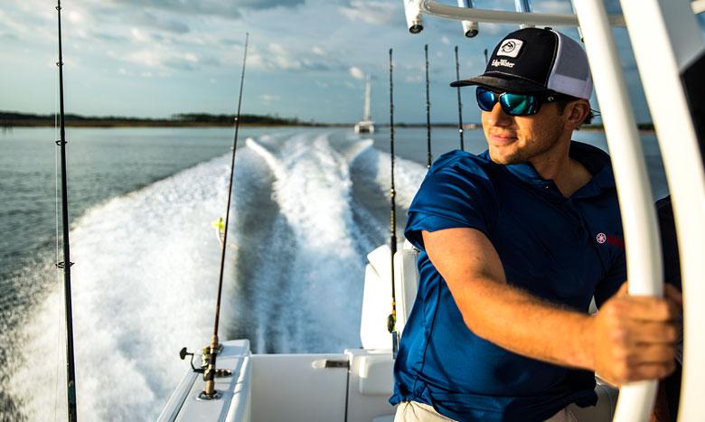 マリンレジャーデビューにも最適!フロリダ発のプレジャーボート「EdgeWater」8月より販売開始 イメージ画像